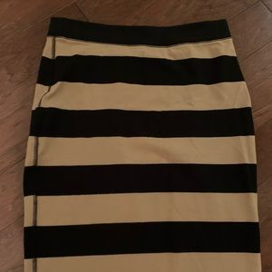 Old Navy Black and Tan skirt